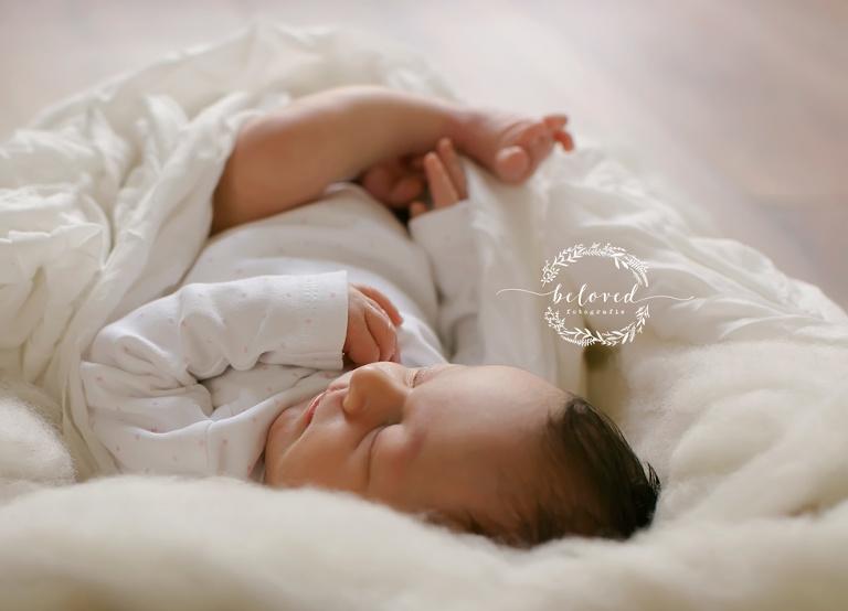 neugeborenen_bilder_in_muenchen_belovedfotografie